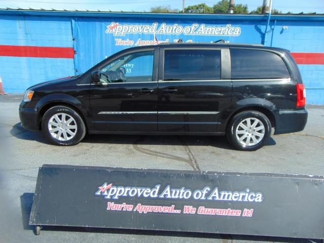 2014 Black Chrysler Town and Country (2C4RC1BG5ER) with an V6 3.6 Liter engine, Auto, 6-Spd AutoStick transmission, located at 2105 Dixie Hwy, Louisville, KY, 40210, (502) 772-3333, 38.221058, -85.792671 - Photo #0