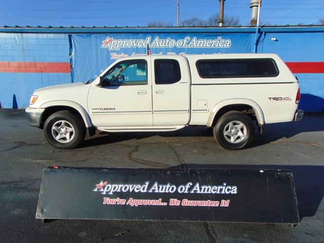 2000 White Toyota Tundra Access Cab (5TBBT4814YS) with an V8 4.7 Liter engine, Automatic transmission, located at 2105 Dixie Hwy, Louisville, KY, 40210, (502) 772-3333, 38.221058, -85.792671 - Photo #0